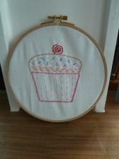 embroidery hoop cupcake