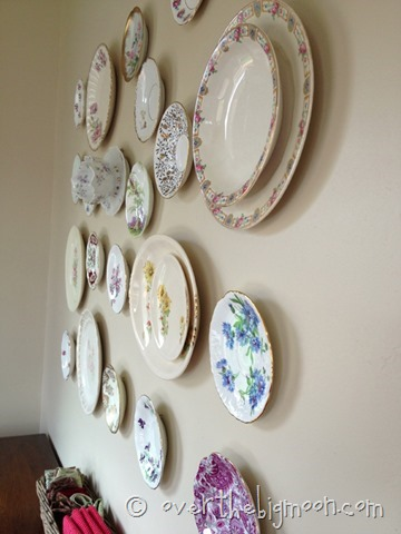 4- Free Form Plate Collage from Addicted 2 Decorating & 6 Creative Ways to Decorate Using Heirloom Plates u2013 Craft Gossip