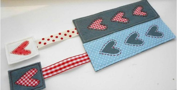 Country heart bookmark, free sewing pattern and tutorial. Uses felt and ribbon to make this pretty bookmark. Mothers Day gift idea
