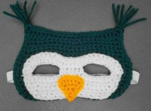 Owl mask crochet pattern with free step by step video tutorial. Great for halloween