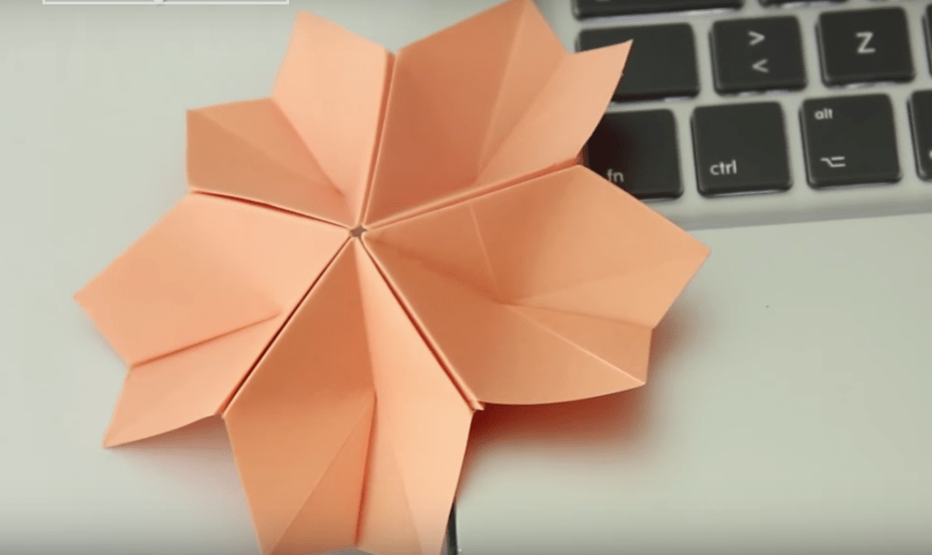 Esta flor de sakura hecha de origami para un joyero, es un regalo para tu mamá | This sakura flower is a perfect gift for your mom