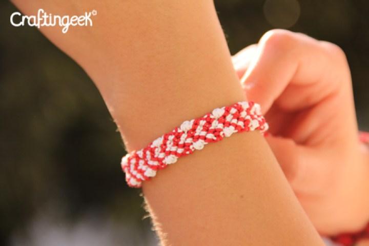 Blog_pulsera-macrame-corazones-sin-relleno-wristband-heart