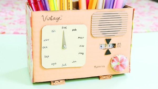 Este lapicero en forma de radio quedara perfecto en tu escritorio, mantendrás tus plumas y todo lo que necesites en su lugar | This pencil shaped radio will be perfect on your desk, keep everything organized