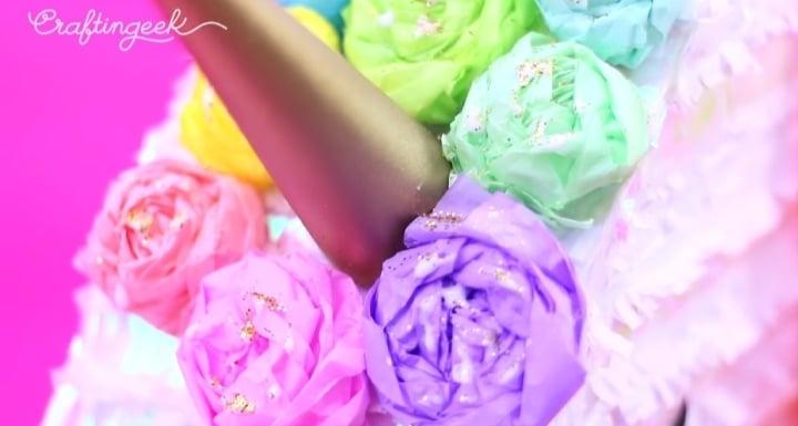 cuerno y flores