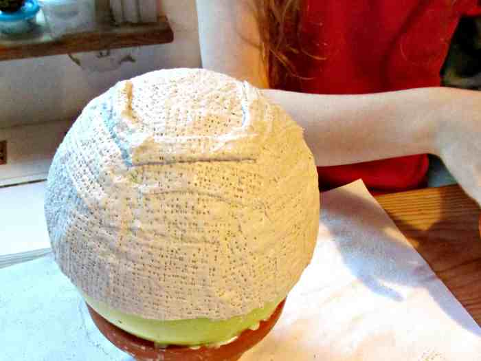 Modroc is Plaster of Paris impregnated gauze which is easy to use and shape, and is great for making sculptures. Here we make bowls using a balloon for the shape