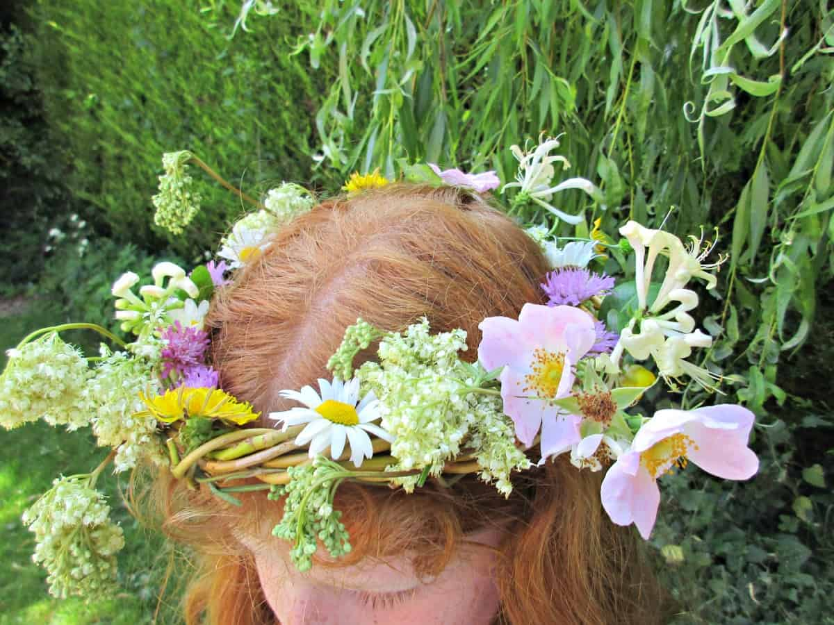 How To Weave A Beautiful Willow Crown Craft Invaders