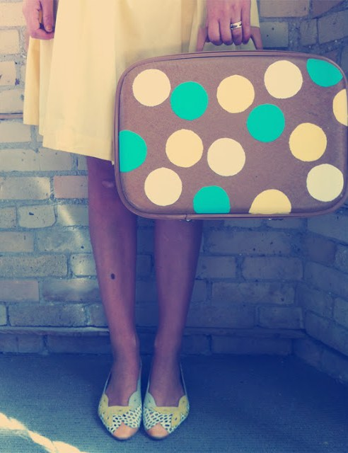 diy-dots-suitcase