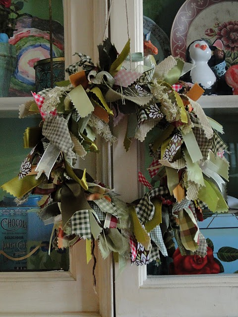 diy-fabric-scraps-wreath