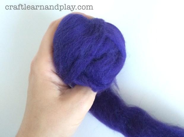 Make Felt Ball od Unspun Wool