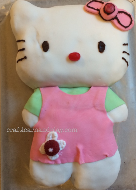 https://i2.wp.com/craftlearnandplay.com/wp-content/uploads/2016/01/Hello-Kitty-Fondant-Cake.jpg?resize=548%2C768