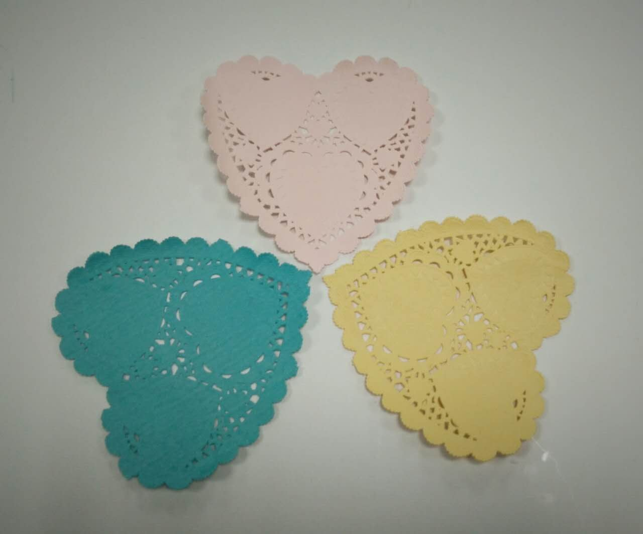 3 Pretty Designs of Craft Paper Doilies 20pcs 410cm Heart Lace Doilies Paper For Party Craft Scrapbooking