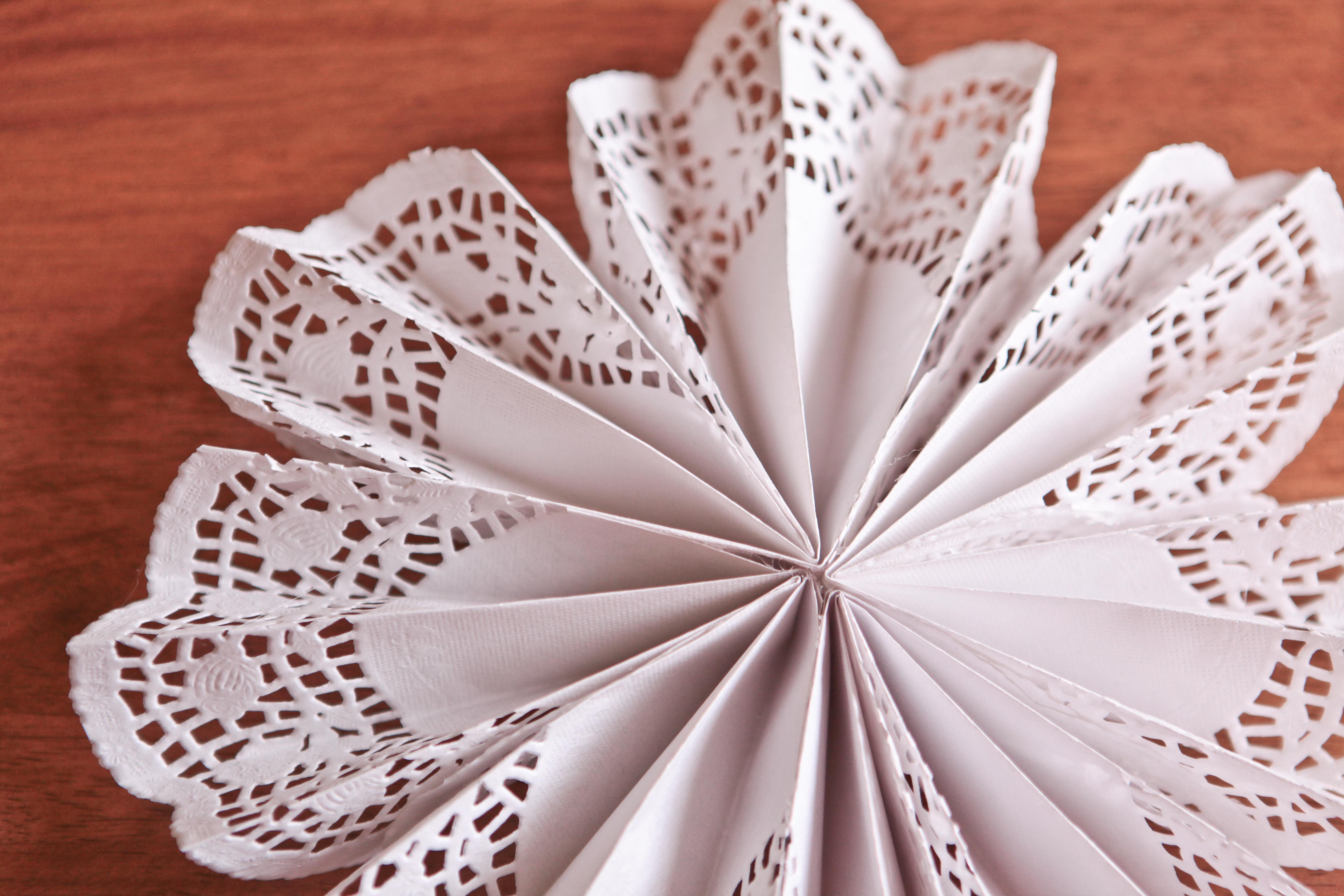 3 Pretty Designs of Craft Paper Doilies Diy Doily Pinwheels