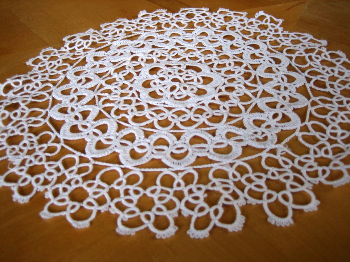 3 Pretty Designs of Craft Paper Doilies Making A Tablerunner Out Of Doilies
