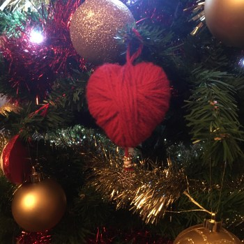 Christmas Yarn Crafts - Wrapped bauble
