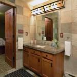 Bathroom Lower Level – The Craftsman Lodge