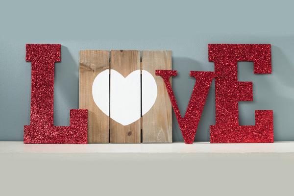 loveon edge diy monogramb love letters