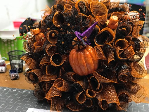 DIY HALLOWEEN WREATH | CRAFTY AUTHOR