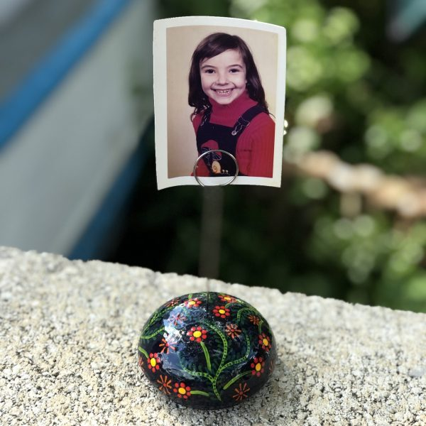 round memo or desk top photo holder with flower design with photo