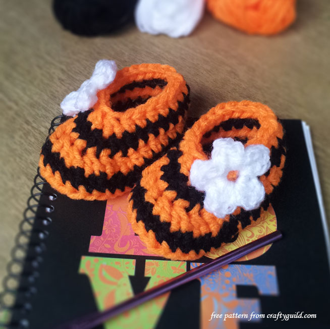 halloween new born baby booties - free crochet pattern