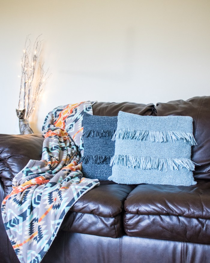 Knit Fringed Throw Pillow Video Tutorial 1