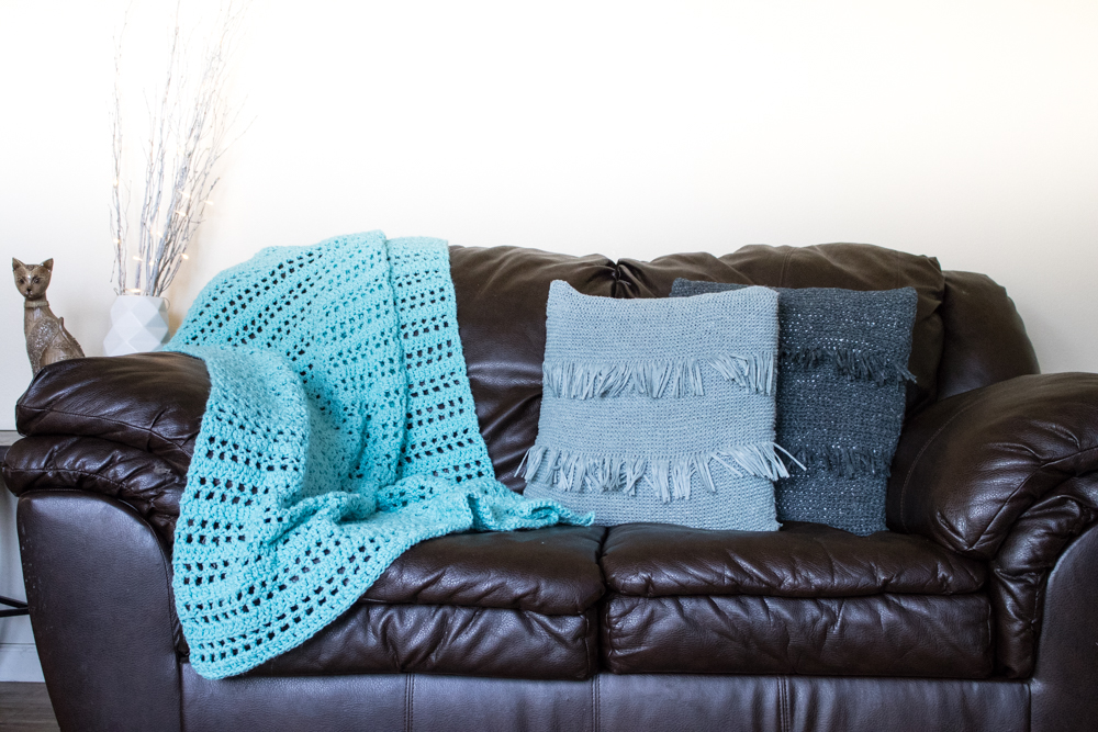 Summer Throw Free Crochet Pattern: A quick and beginner frindly pattern to make a crochet throw blanket specially designed for summer.