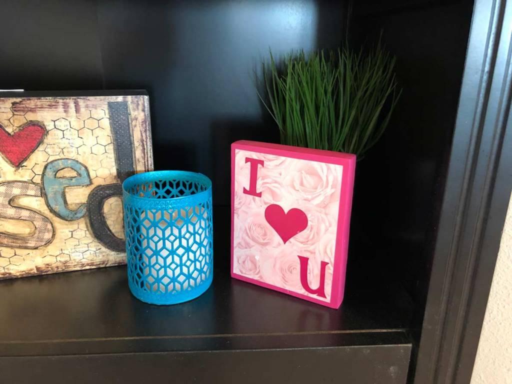 I-love-u-pink-block-valentines-day-decor