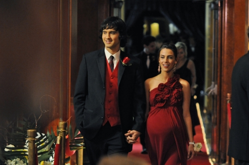 Navid (Michael Steger) and Adrianna (Jessica Lowndes) at prom