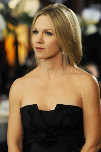 Kelly (Jennie Garth) at prom
