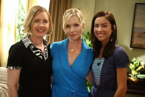 Ann Gillespie as Jackie Taylor, Jennie Garth as Kelly Taylor, and Jessica Stroup as Silver