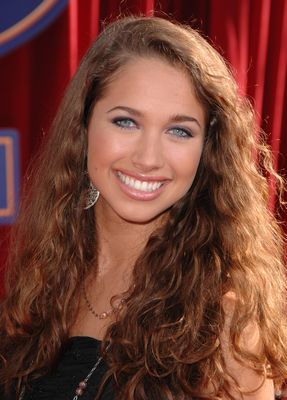 Maiara Walsh as Ana