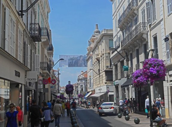 The Cannes shopping district is a big draw with many upscale shops that will max out your credit card in a hurry. Craigslegz.com
