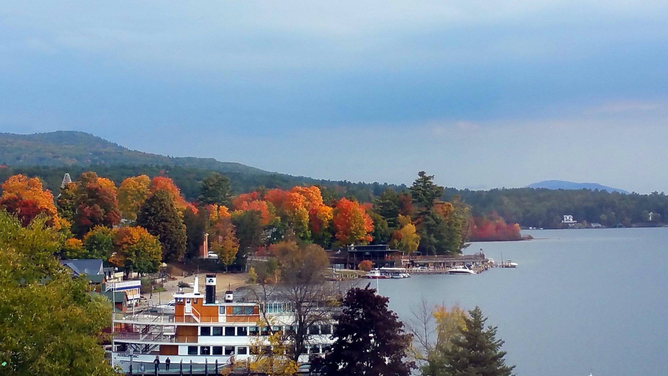 lake-george-shore-autum-colors