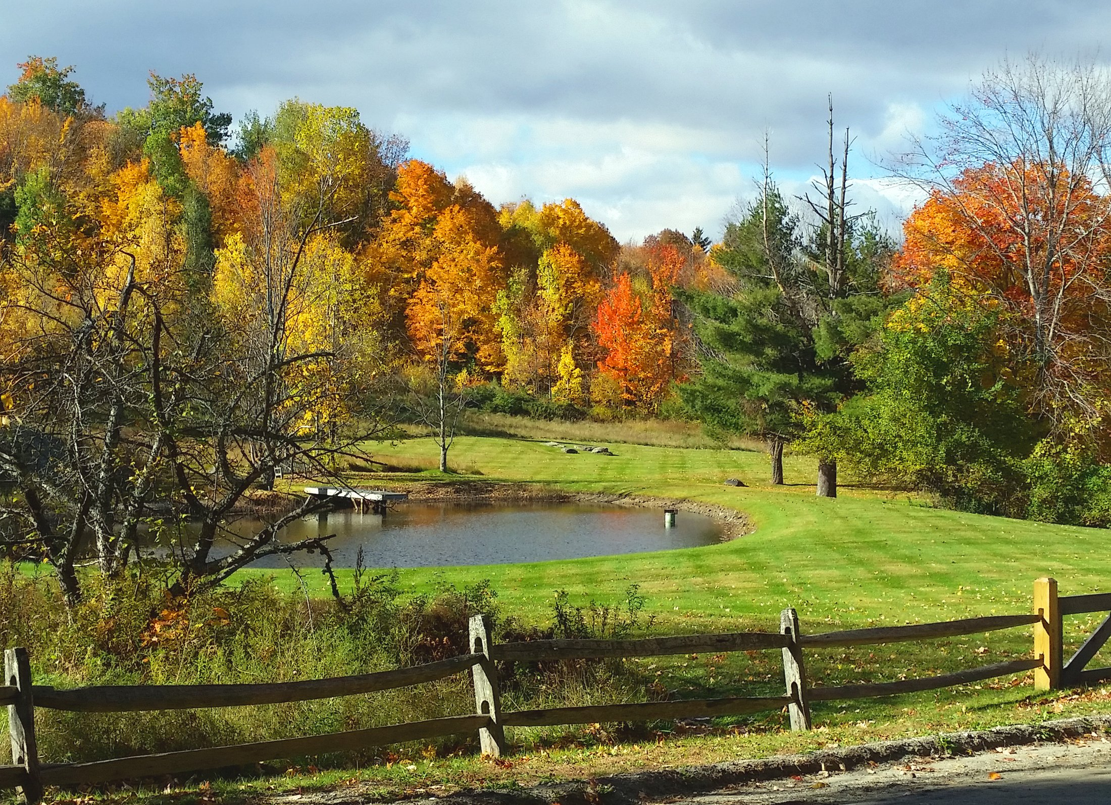 vermont-lake-autumn-colors.jpg