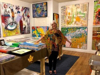 Renee Falsetto paints and sells her abstract impressionist art in a new Fort Lauderdale gallery.