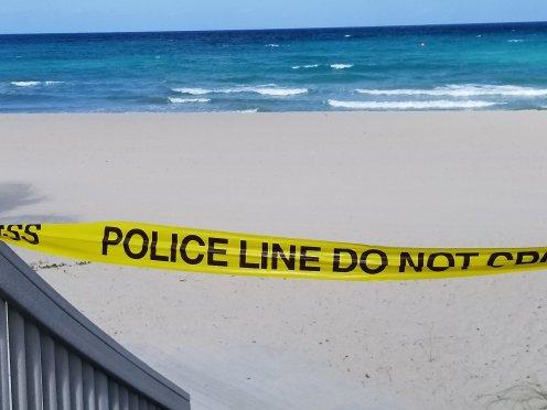 Sign of the times during coronavirus pandemic at Hollywood Beach, Fla. (Fran Davis/Craigslegztravels.com)