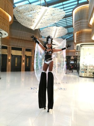 A stilt walker in the shopping area of the Guitar Hotel prior to the pandemic. (Craig Davis/craigslegztravels.com)
