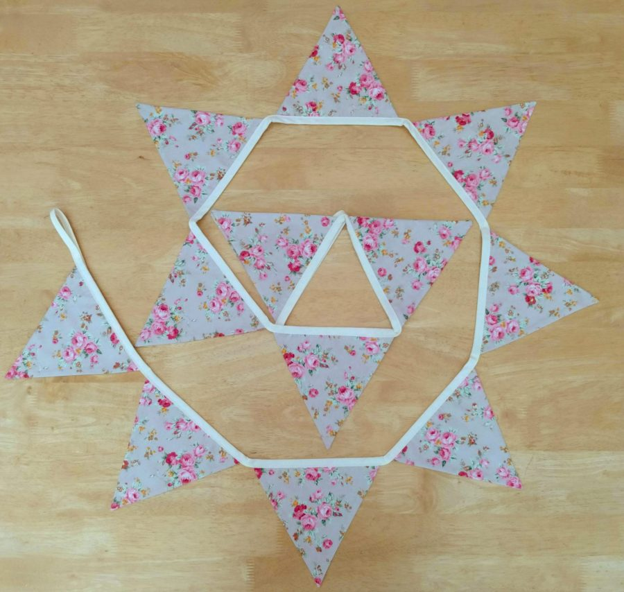 craisymissdaisy plain traditional bunting medium