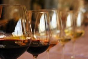 Pahare cu vin din Crama Basilescu