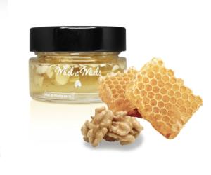 honung med mandlar och valnot