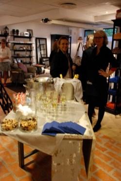 Och min kompis Anne som till vardags serverar resenärer på SAS har hjälpt till att hälla upp Champagnen