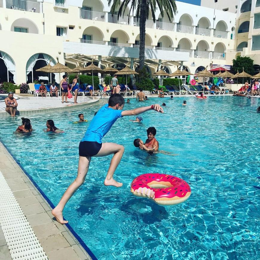 Tunisie en famille all Inclusive: la piscine de l'hôtel