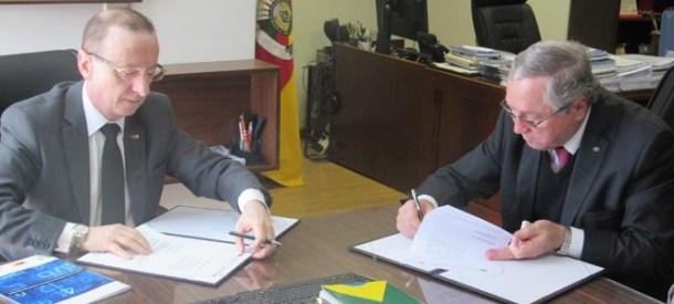 CRA-RS assina termo de cooperação com TCE-RS