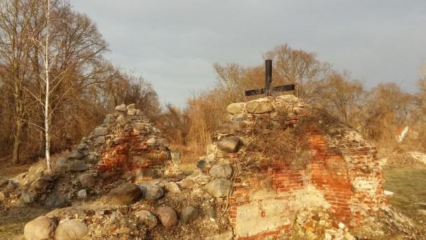 Remains of Kostryzn church