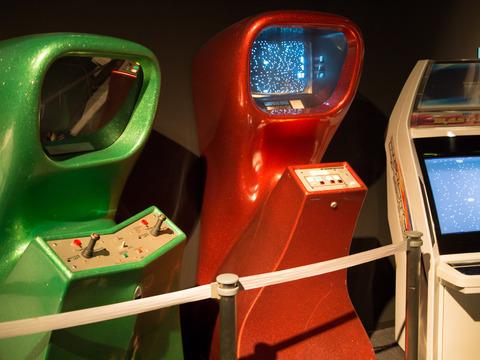 ゲーム『コンピュータースペース』(1971年/ナッチング・アソシエーツ)の筐体画像