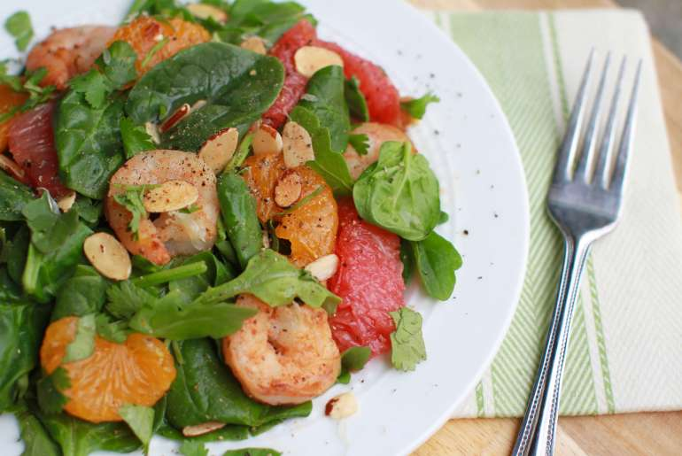 Citrus green salad with spicy shrimp