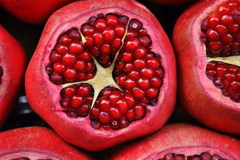 How to open a pomegranate