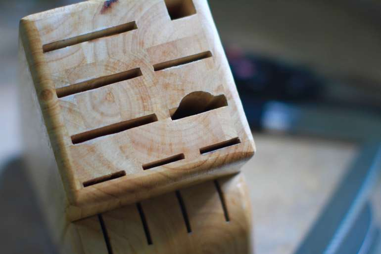 Stop bacteria from building up in your knife block by Everybody Craves