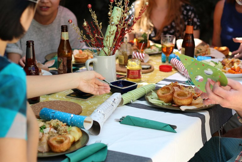 Proper-dinner-party-Etiquette-tips-for-our-high-tech-times