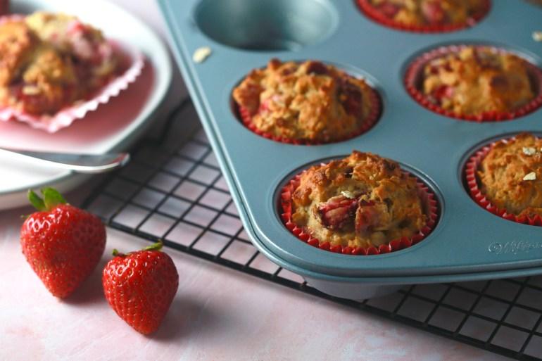 Strawberry oatmeal muffins_2