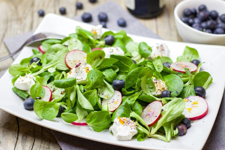 Study shows this much salad can keep your brain young